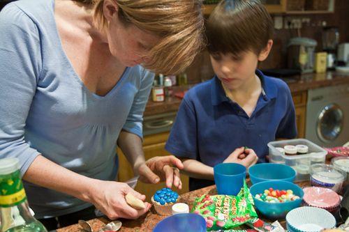 making pie cupcakes