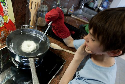 Boiling Qing Ming Pretzels