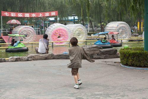 Chaoyang Park blow up water wheels