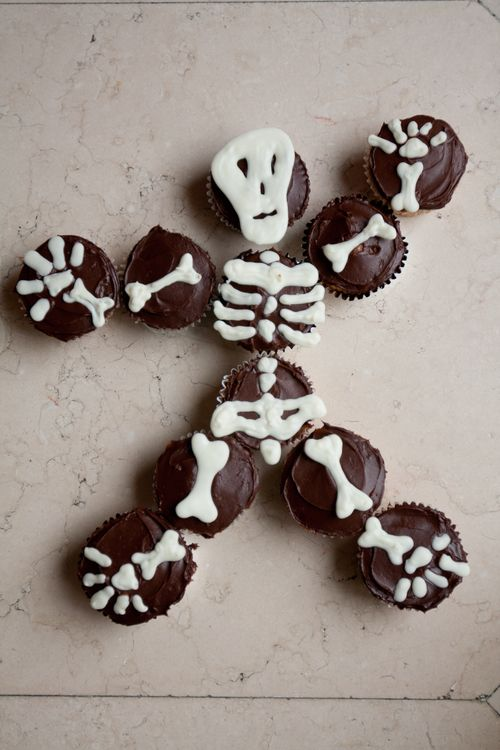Skeleton Cupcake Cake for Halloween