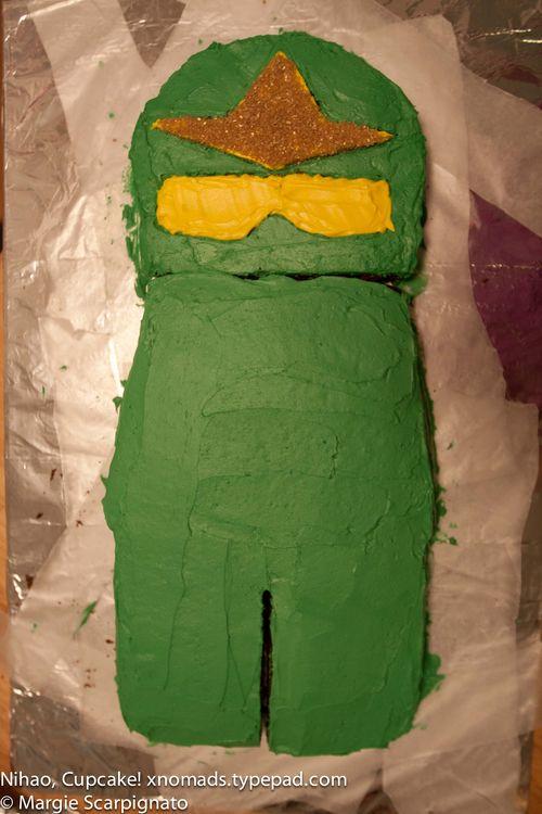 xnomads.typepad.com Lego Ninjago torso head cake tutorial
