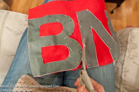 xnomads.typepad.com DIY Felt Banner Cutting