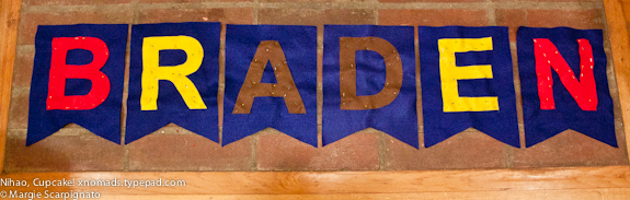 xnomads.typepad.com DIY Felt Banner Felt pinned to felt
