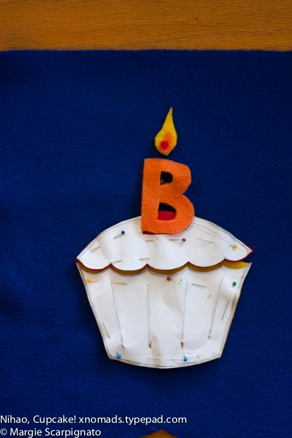 xnomads.typepad.com DIY Felt Banner Birthday Cupcake Felt Pattern