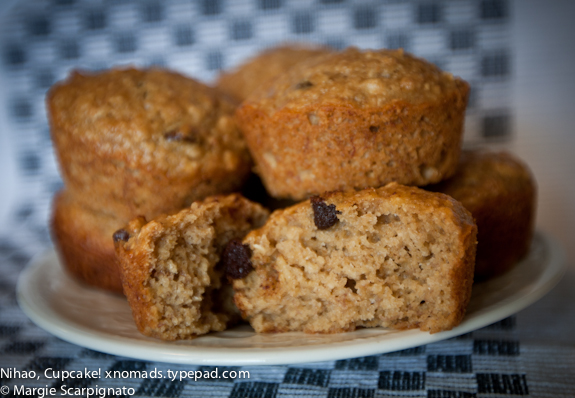 xnomads.typepad.com Banana Chocolate Chip Muffins with Oatmeal Recipe YUM!
